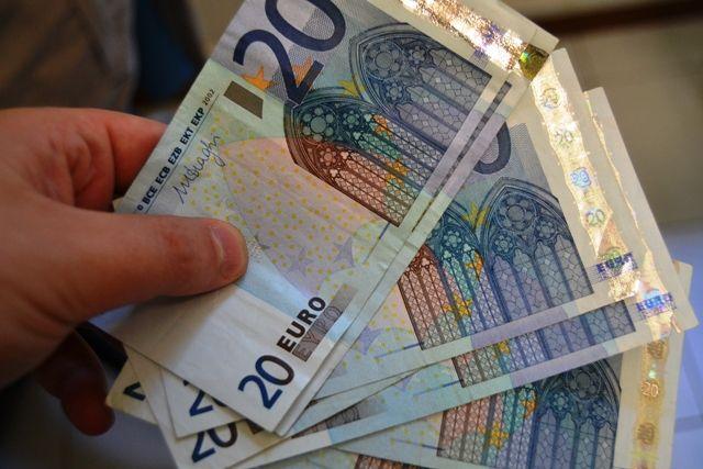 Avvocato Sorpreso con Banconote False: Arrestato