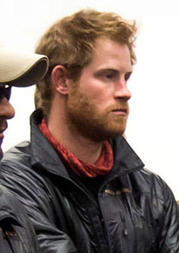 Principe Harry con barba incolta