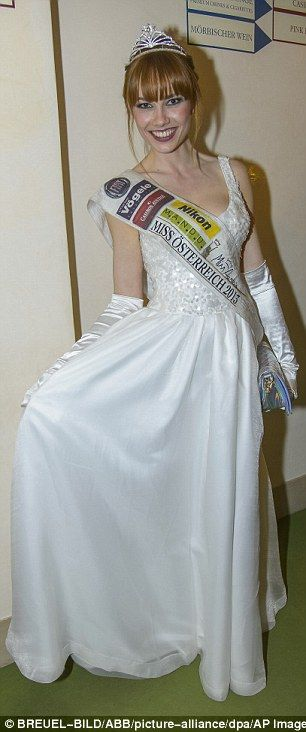 Ex Miss Austria Cade in Dirupo: Ena Kadic Grave