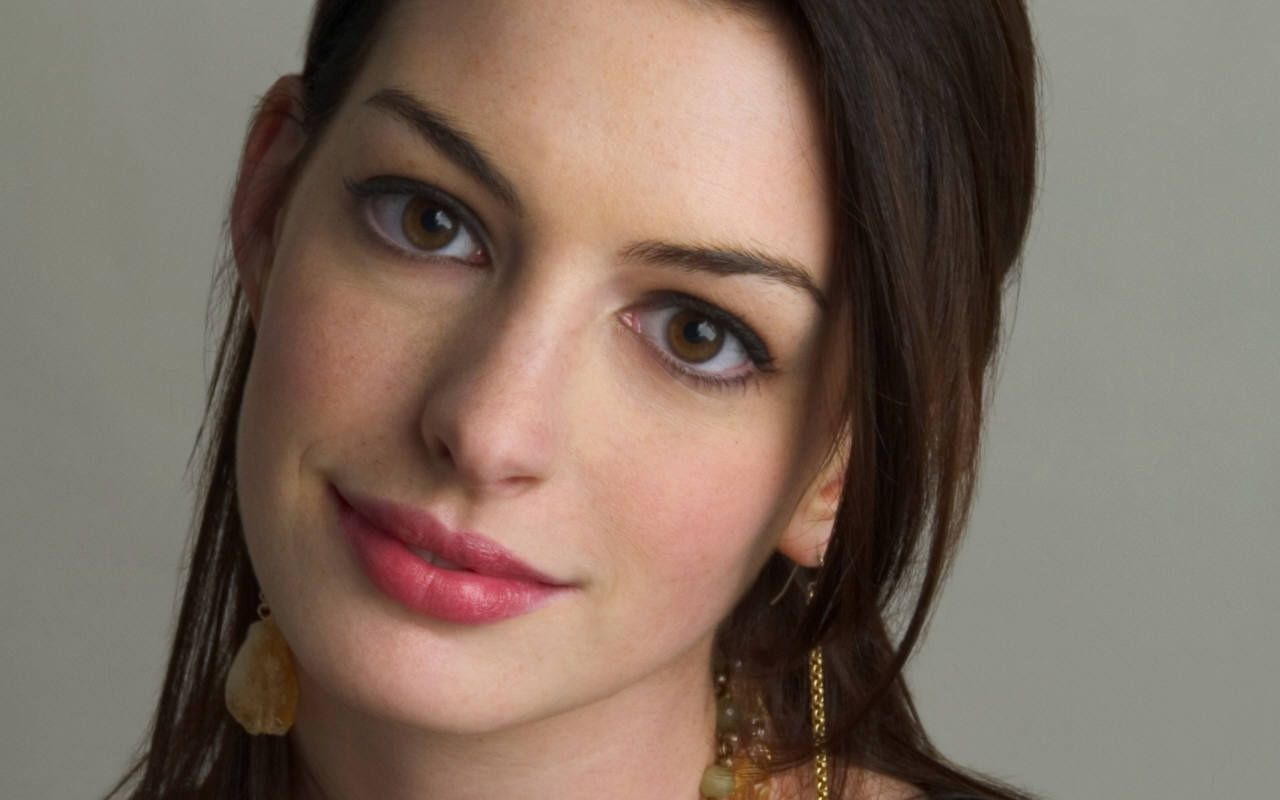 Anne Hathaway Pretenziosa: Rifiuta Colazione 3 Volte