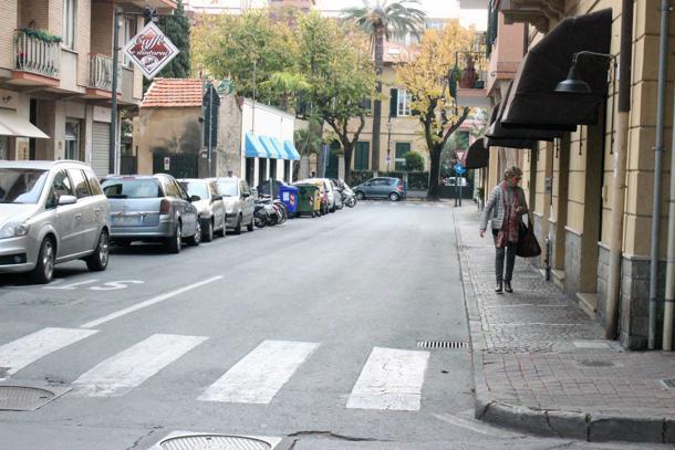 Albenga, Pirata della Strada Travolge Anziana