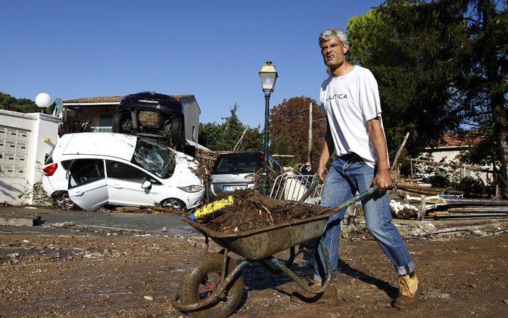 Costa Azzurra: Tempesta Mortale Causa Vittime e Danni