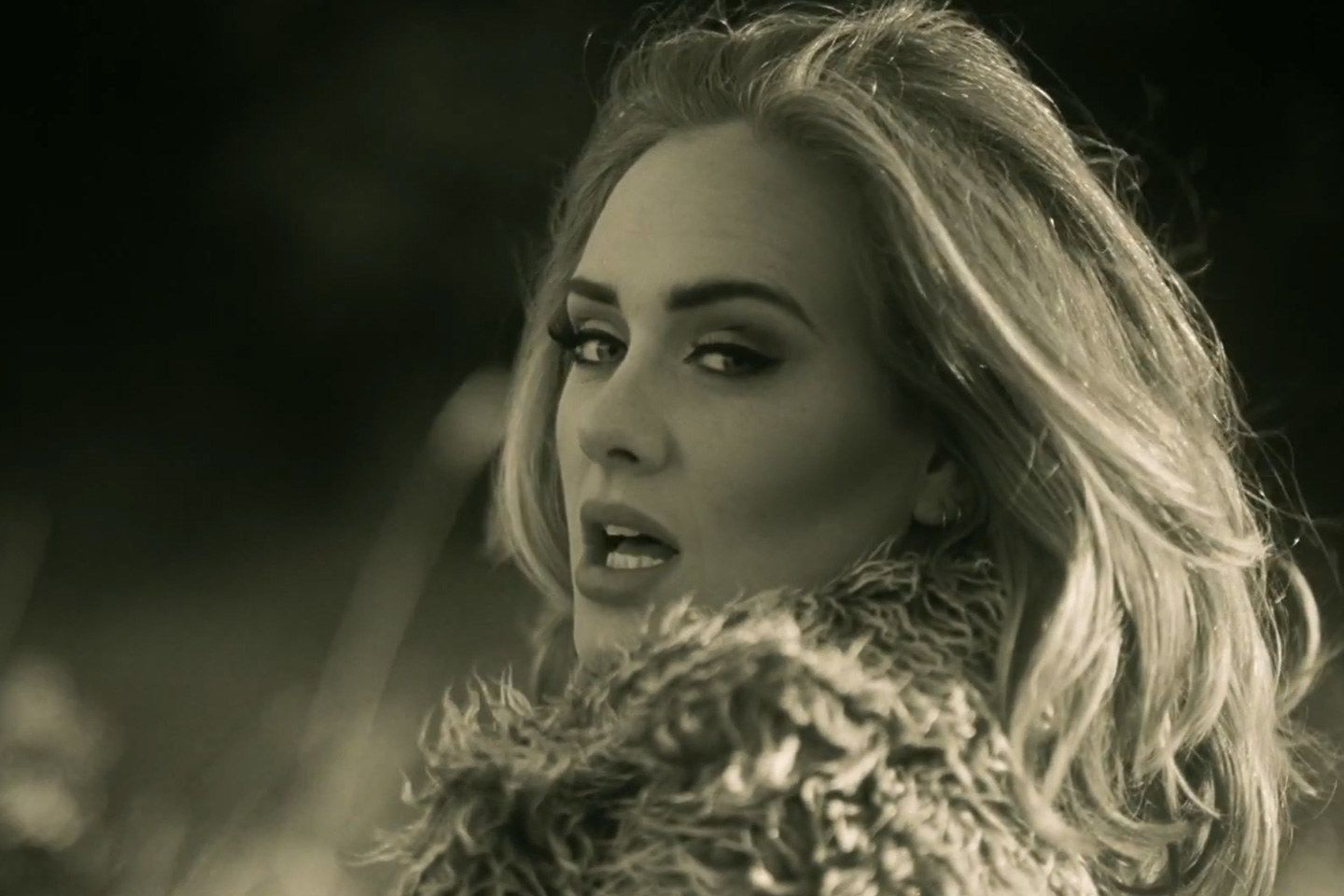 "Adele: ""Hello"" Primo in Classifica"