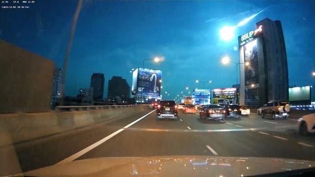 Bangkok: Palla di Fuoco Verde in Cielo