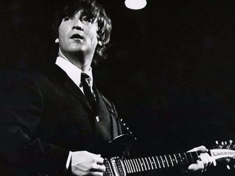 John Lennon: Chitarra Venduta all'Asta