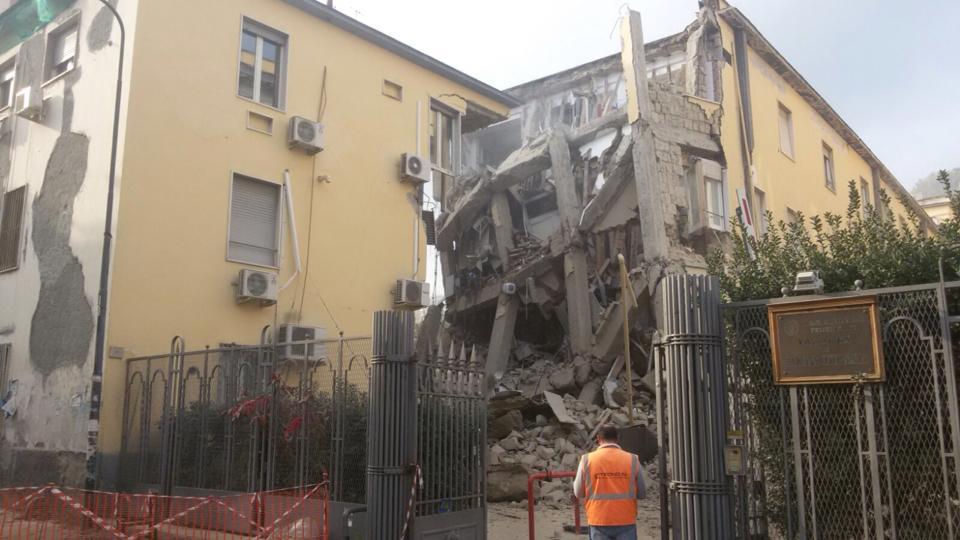 Napoli, crollo edifici Veterinaria: corsi sospesi
