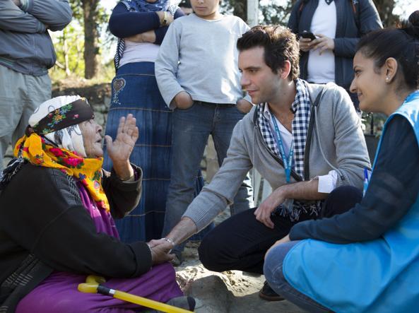 Mika visita campo profughi libanese