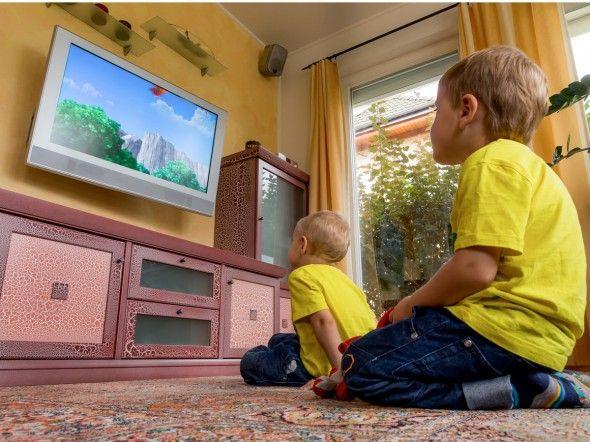 Intelligenza cala davanti alla tv