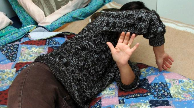 Carpineti, alcolizzata picchia marito e figlia per anni