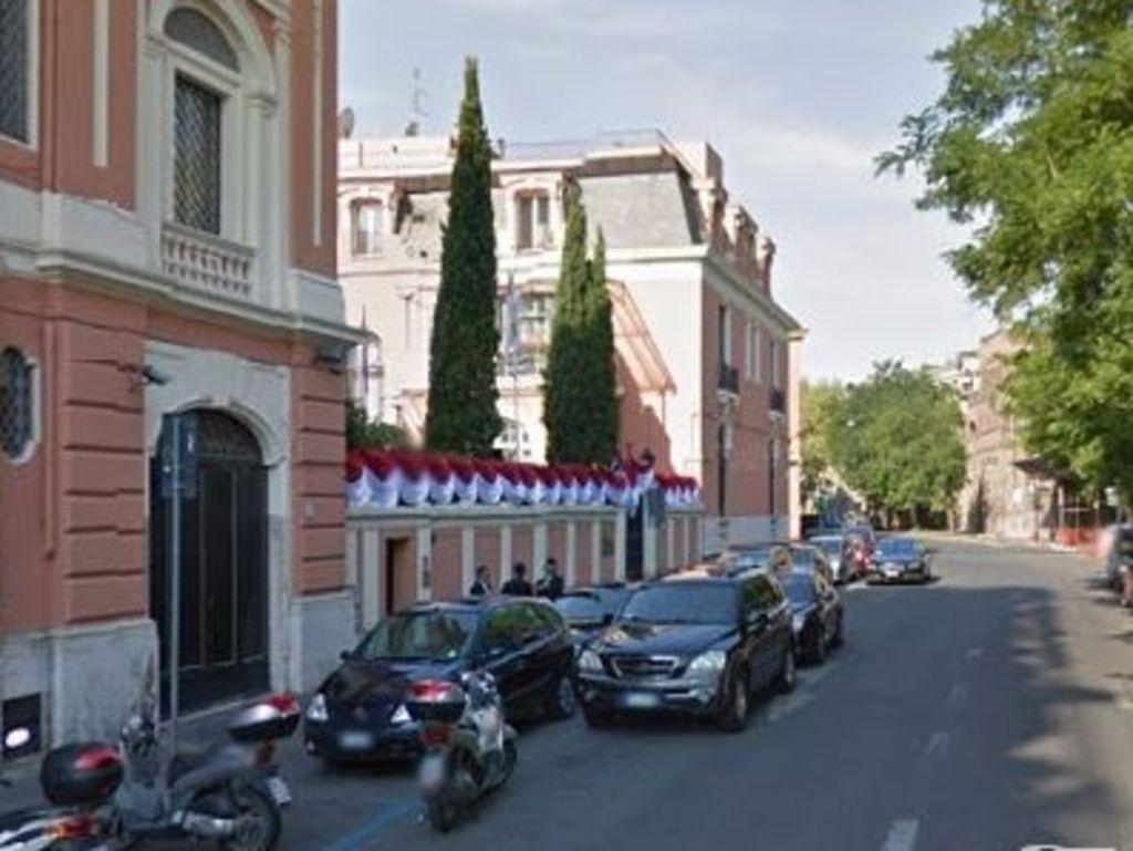Roma: ambasciata Indonesia in fiamme