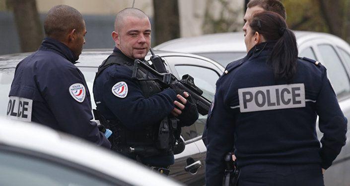"""Parigi, urla """"Allah Akbar"""": ucciso da poliziotti"""