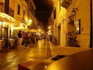 Pescara, bimbo 3 anni esortato dal padre a rubare patatine