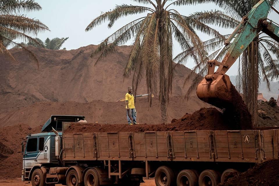 Bauxite rende Malesia come Marte: stop estrazione minerale