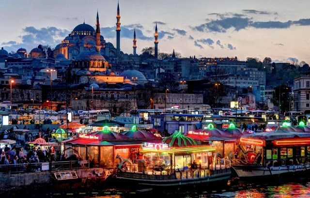 Istanbul: kamikaze si fa esplodere in pieno centro