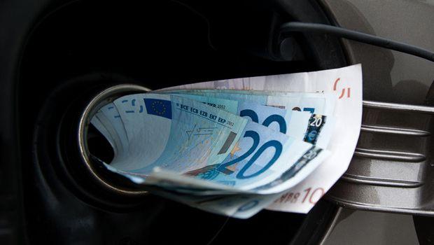 Petrolio: prezzo cala ma in Italia benzina costa sempre tanto