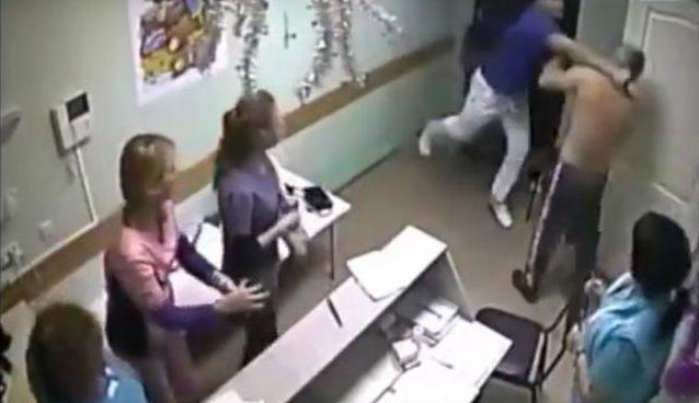 Medico russo sferra pugno a paziente e lo uccide