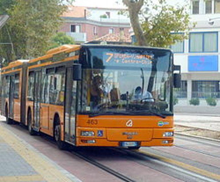 Roma: Gomma Bus Esplode: Malore per Passeggero