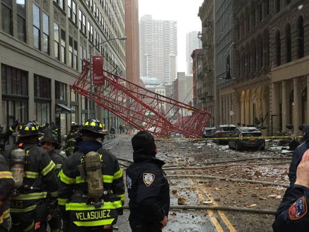 Crolla Gru a Manhattan: un Morto e 15 feriti