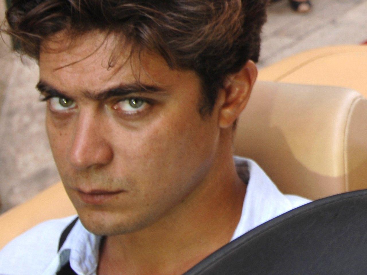 Riccardo Scamarcio si Sente Male: Ricoverato a Cassino