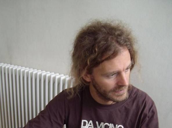 Bergamo, Prof Fa Pipì in Cespuglio: Licenziato. Studenti dalla Sua Parte