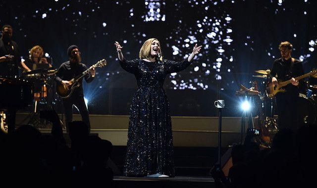 Adele canta Bob Dylan contro terrorismo a Londra