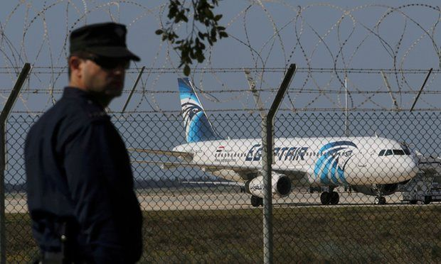 Terrore su volo Egypt Air: attentatore dirotta aereo a Cipro