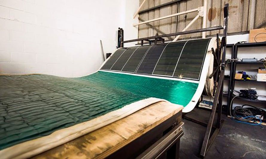 Pannello Fotovoltaico che si Stende come un Tappeto