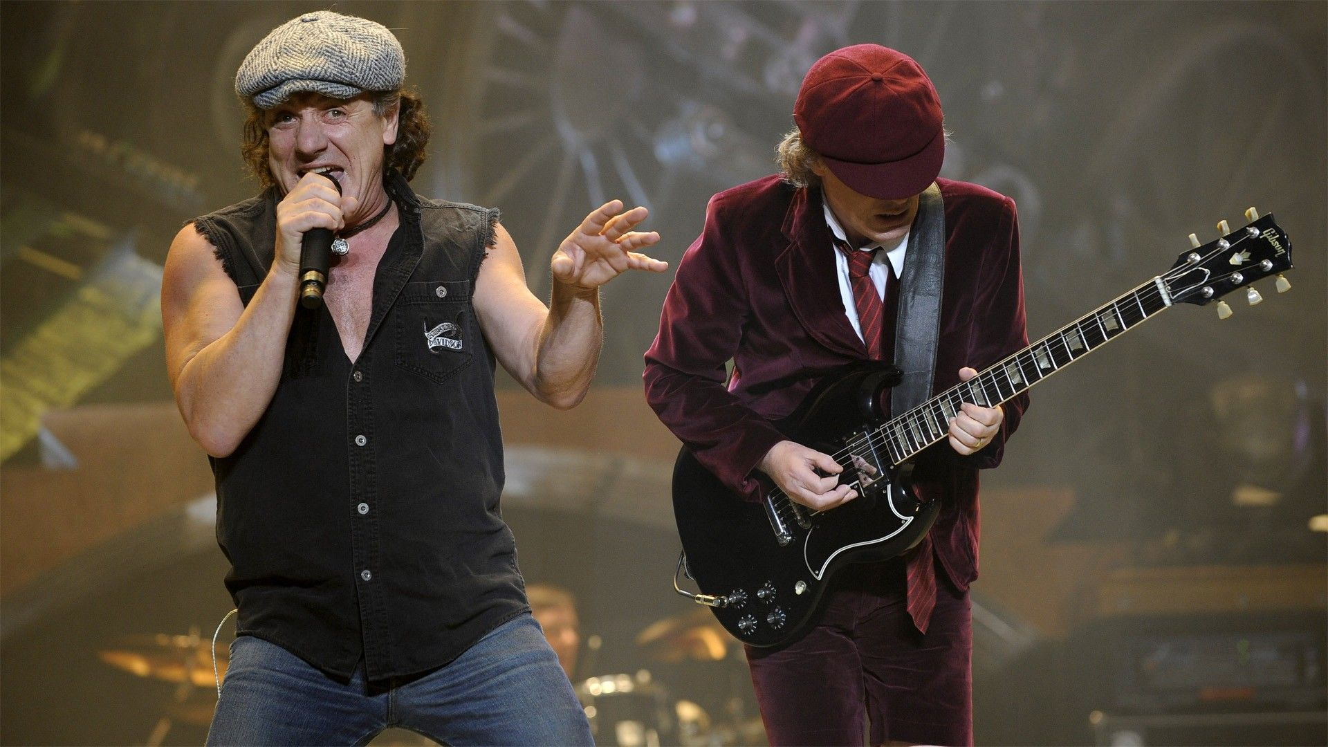AC/DC, Johnson Rischia Perdita Udito