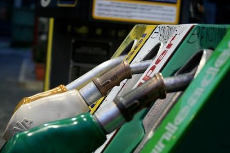 Prezzo Petrolio Aumenta: Rincari Benzina e Diesel