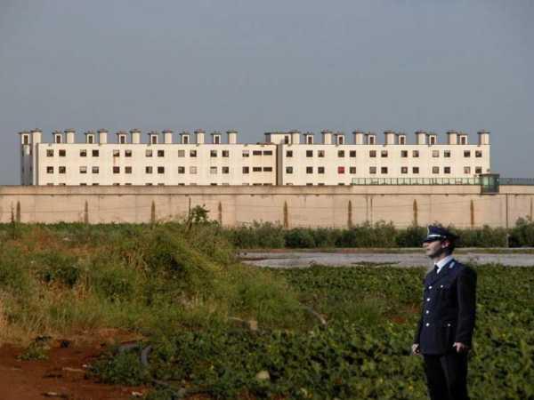 Velletri, Droga e Smartphone ai Detenuti