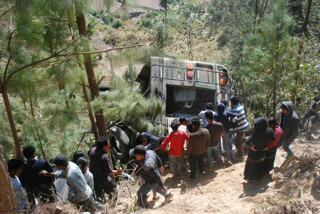 Guatemala: Autobus nel precipizio, morti e feriti