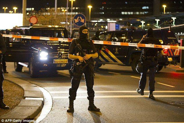 Amsterdam: aeroporto evacuato