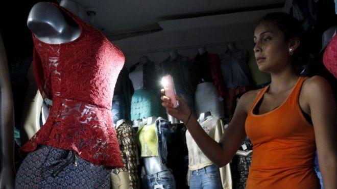 Dipendenti pubblici venezuelani lavorano solo due giorni a settimana