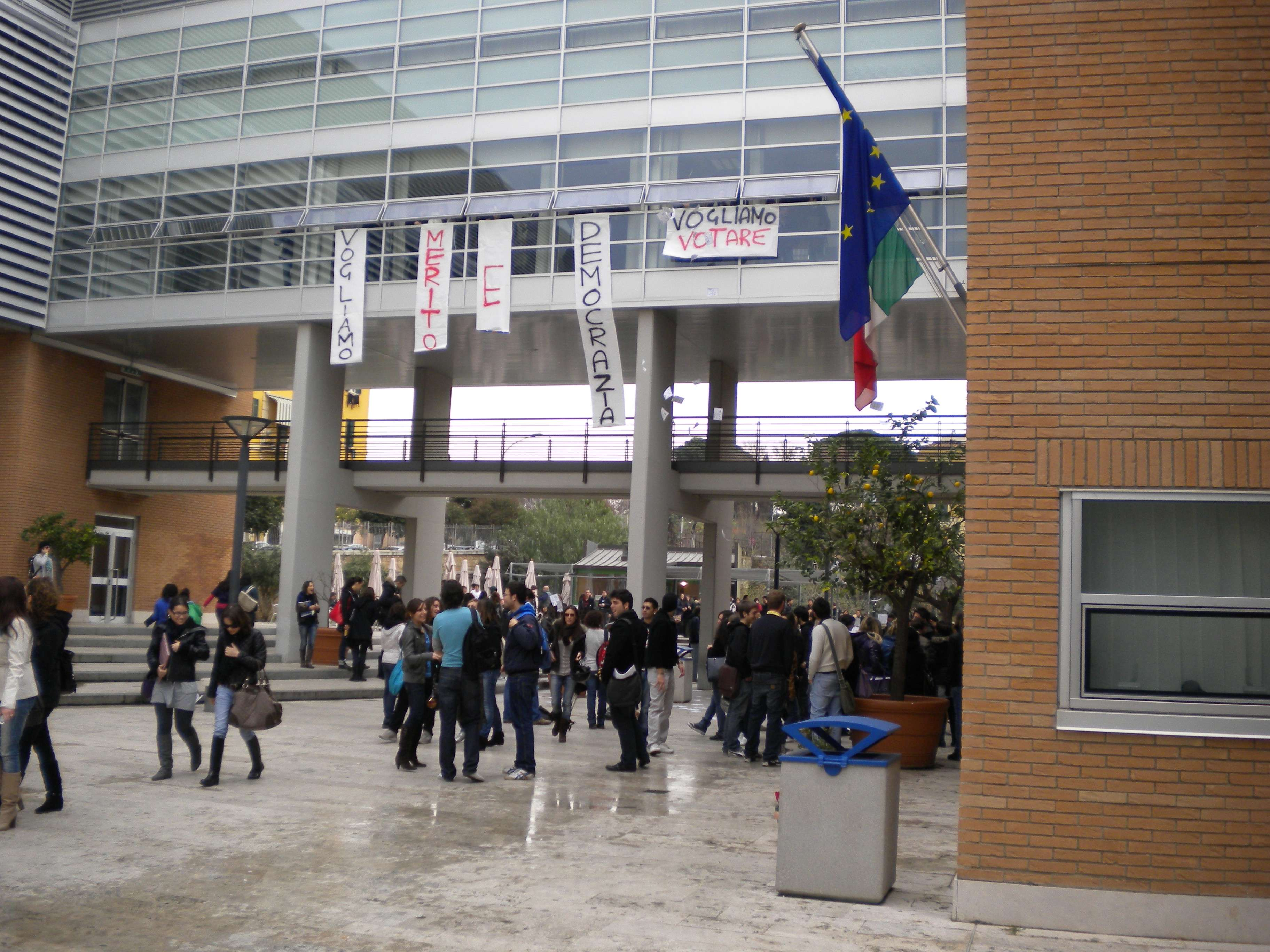 "Studente suicida a ""Roma Tre"""