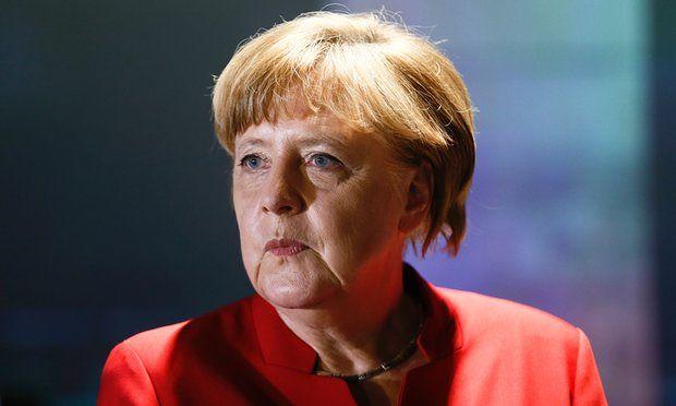 Testa di maiale per Angela Merkel