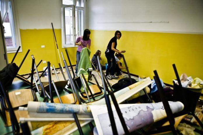 Gioia Tauro, studentesse ferite per cedimento intonaco in classe