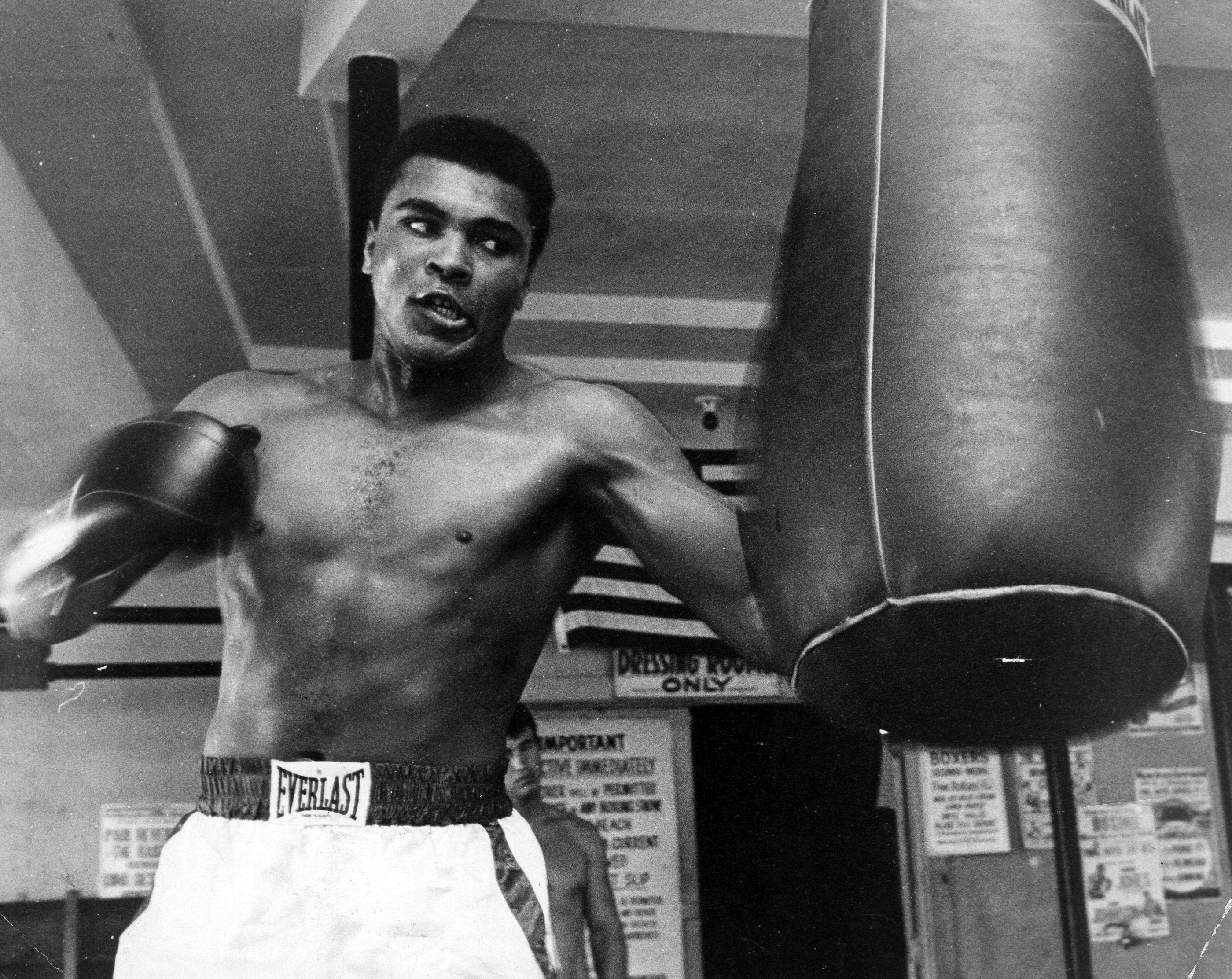 Addio a Muhammad Ali, leggenda del pugilato