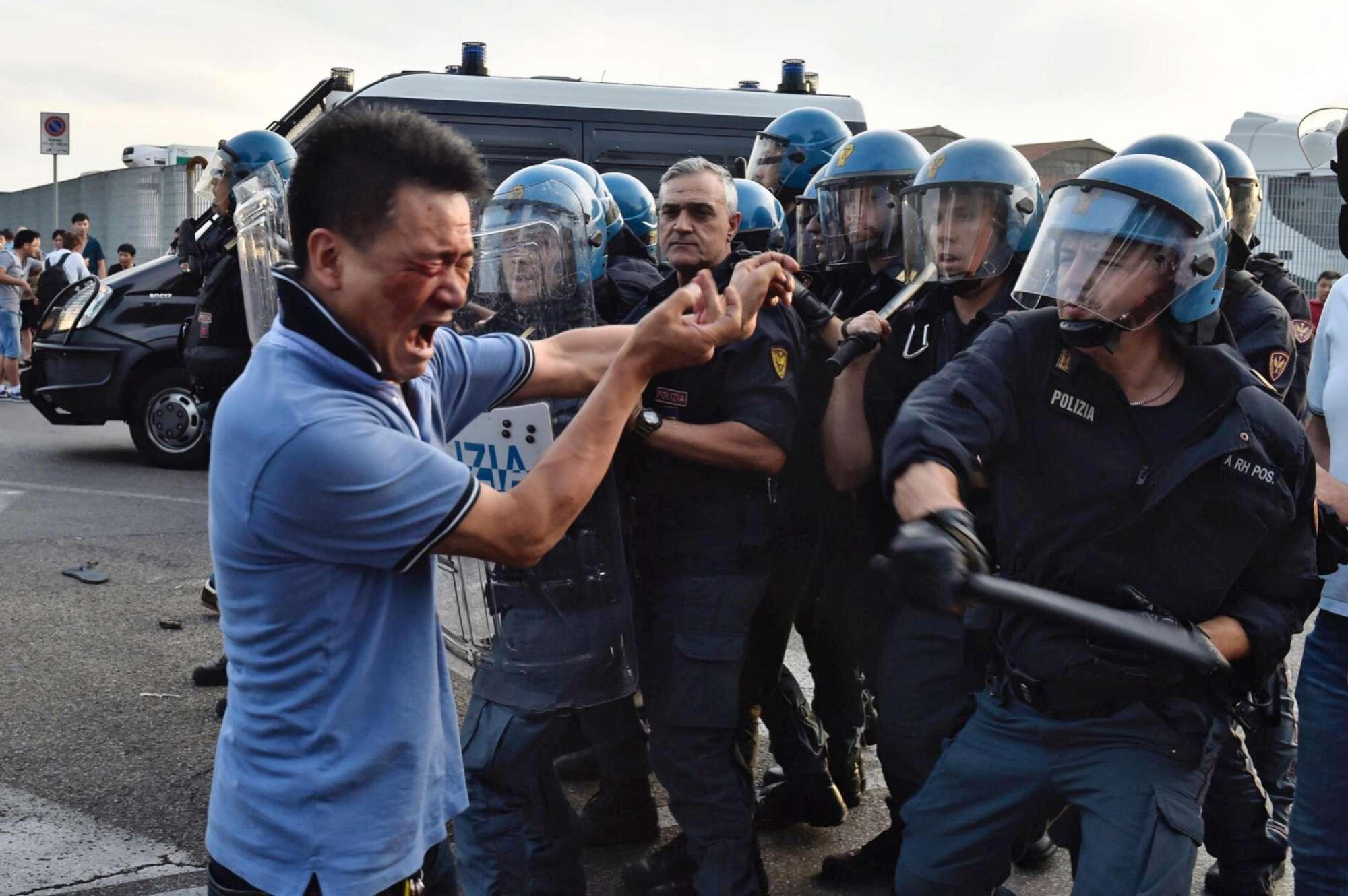 Tafferugli tra poliziotti e cinesi a Sesto Fiorentino