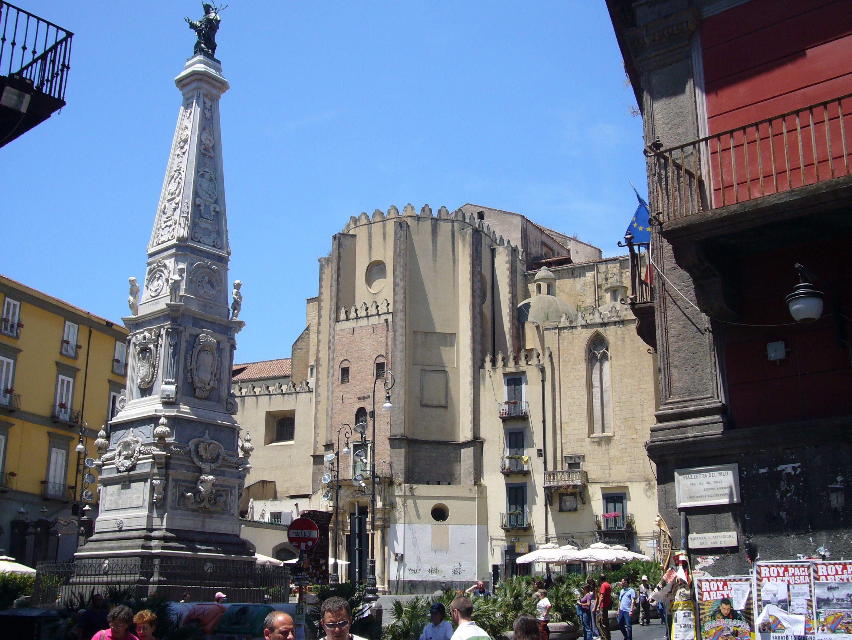 Napoli, arrampicata obelisco fatale