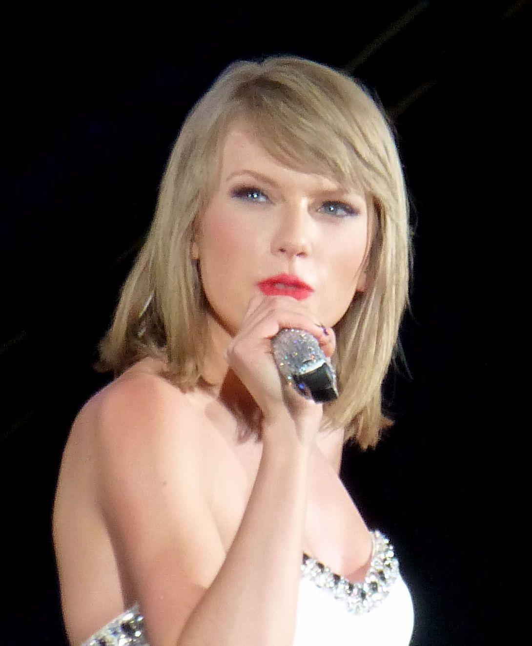 Taylor Swift stupisce coppia di sposi