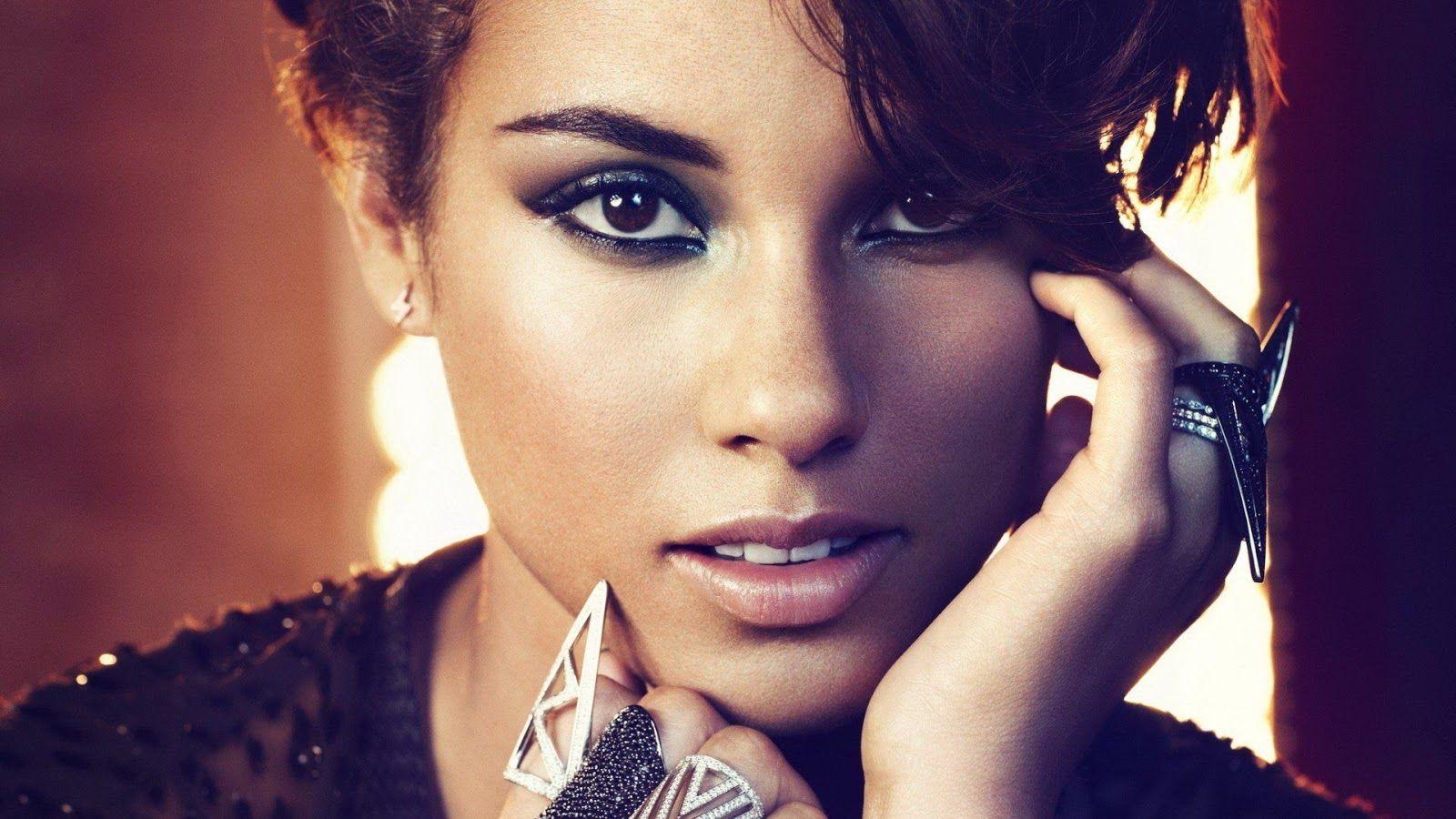 Alicia Keys inizia crociata contro telefonini ai concerti