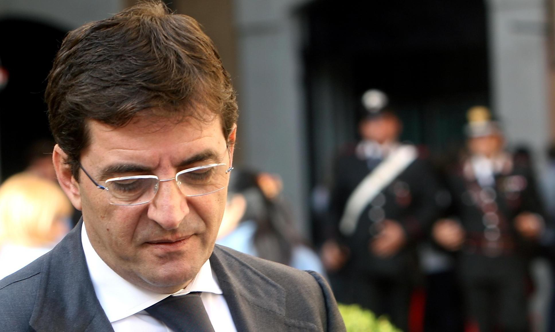 Nicola Cosentino corrompeva secondino Secondigliano: condannato per corruzione
