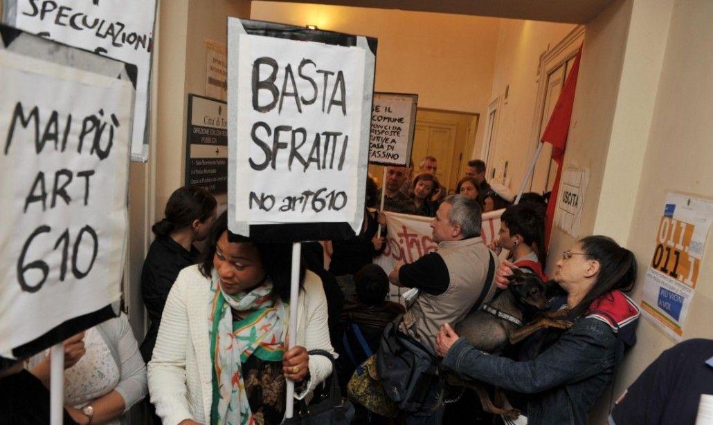 Torino, palazzo evacuato: uomo minaccia di farsi saltare in aria