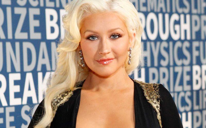 "Christina Aguilera scrive ""Change"" per vittime strage Orlando"