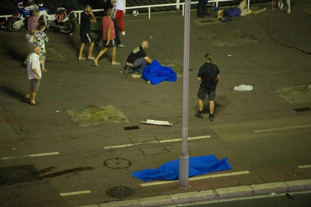 Attentato a Nizza: camion sulla folla