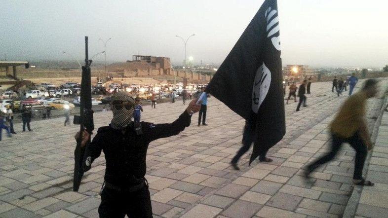 Francia, jihadisti sgozzano prete: uccisi dalla Polizia