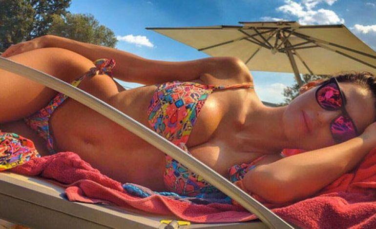 Anna Tatangelo mostra lato A: bikini favoloso