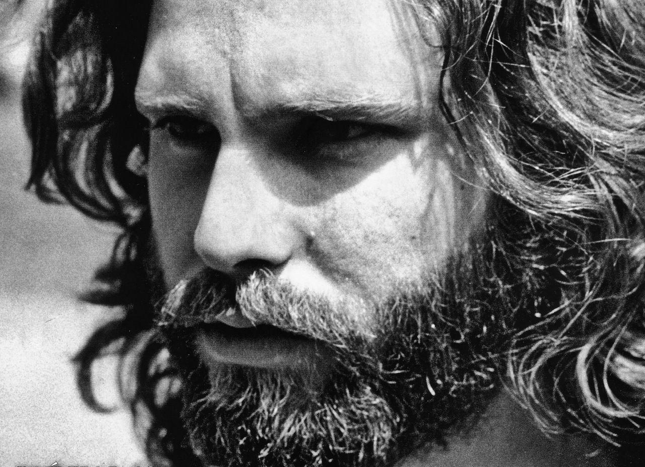 Jim Morrison moriva 45 anni fa: leader carismatico dei Doors