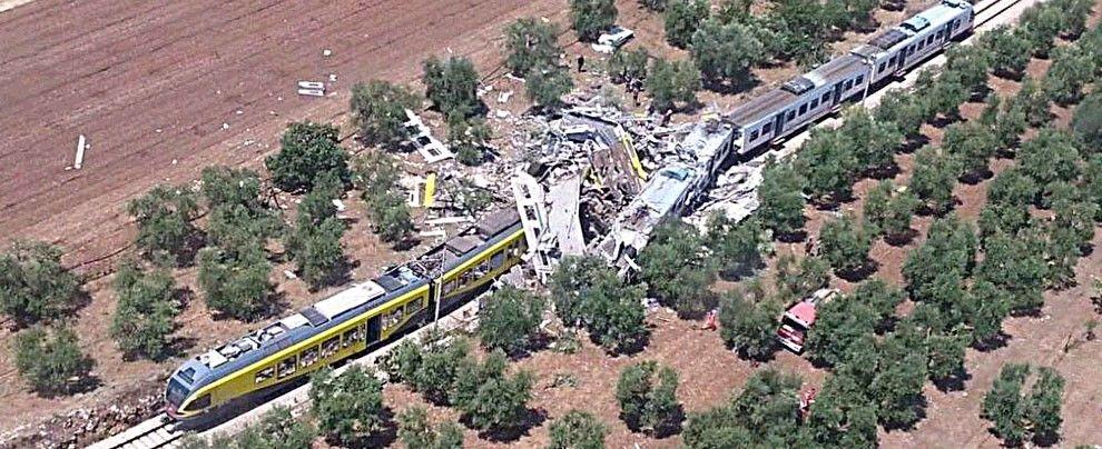 Scontro tra treni sulla tratta Andria-Corato
