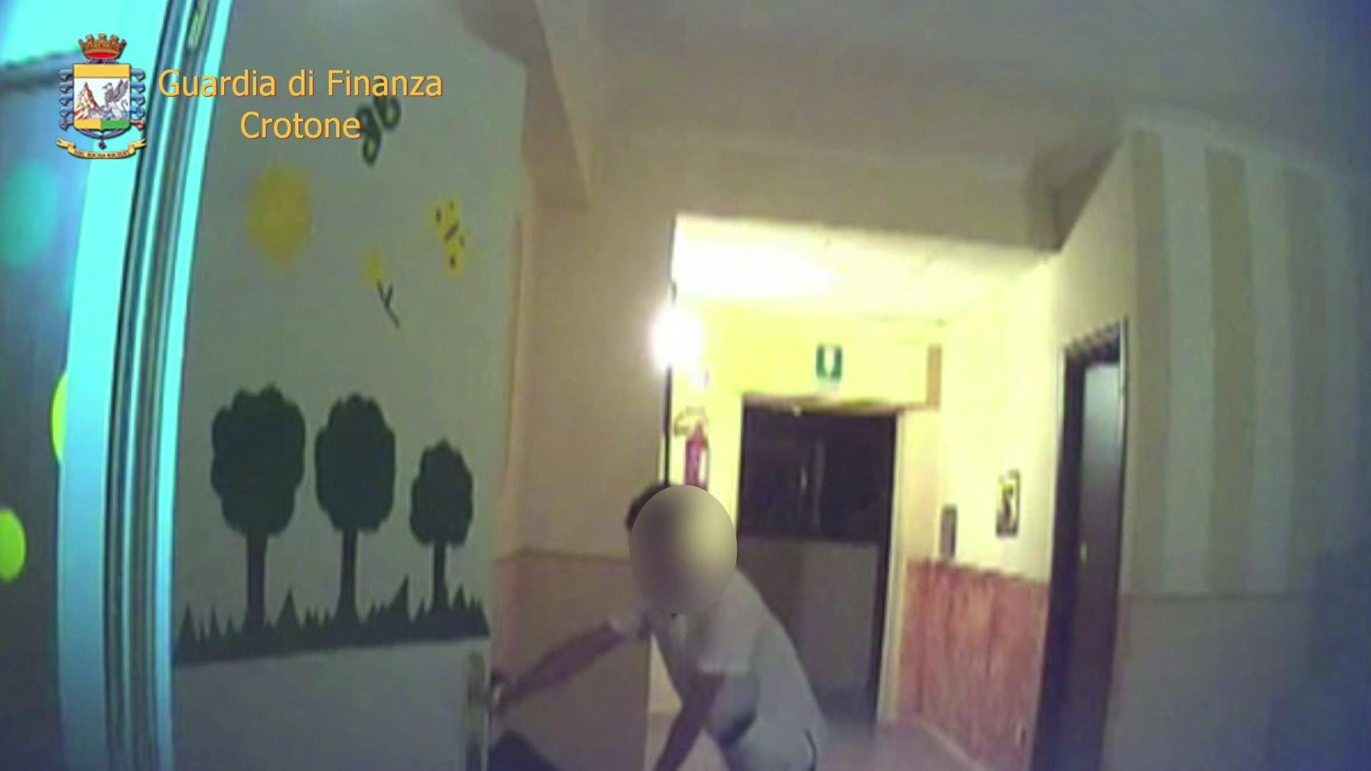 Casa di cura lager a Crotone: anziani picchiati e umiliati